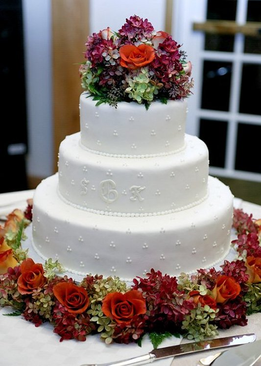Who will design your wedding cake?