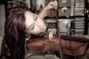 woman-beautiful-violin